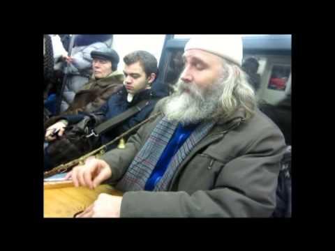 , title : 'Игра на гуслях в вагоне метро.'