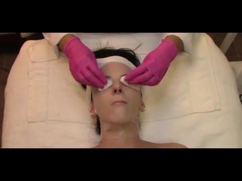 Le masque cosmétique pour la personne avec le gingembre