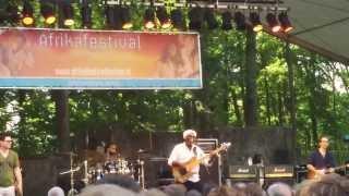 Richard Bona - Kalabancoro - Afrika Festival Hertme 7jul2013 (vid 05)