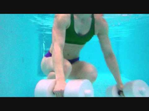 Aqua-Fitness: Rumpfmuskulatur mit Hanteln