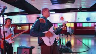 Omar Apollo   Ashamed (live Performance)