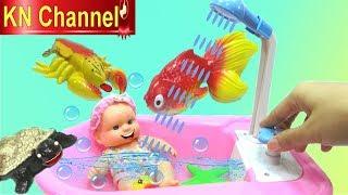 ĐỒ CHƠI NHÀ TẮM BÚP BÊ ĐI TẮM BIỂN VÀ BẮT CÁ BẮT TÔM Bathtime How to Bath a Baby Doll Kids toys
