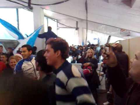 """""""cerro vs nacional entrada de la banda!"""" Barra: Los Villeros • Club: Cerro"""