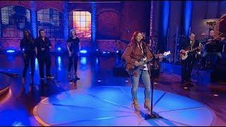 "Jo Dee Messina Performs ""Heads Carolina, Tails California"" | Huckabee"