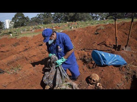 Πολλαπλασιάζονται οι μαζικοί τάφοι στην Βραζιλία