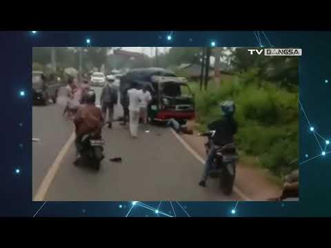 Ringsek! Kecelakaan Motor dengan Mobil di Pandeglang