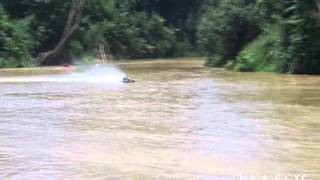 preview picture of video 'Niah River : Remote Control Speed Boat'