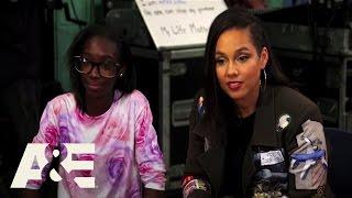 Alicia Keys Visits a Baltimore Community Center | Shining A Light | A&E