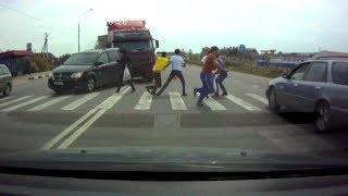 ВИДЕО АВАРИЙ СНЯТЫХ НА ВИДЕОРЕГИСТРАТОР ЛЮДИ С НИЗКИМ IQ Car Crash Channel №33