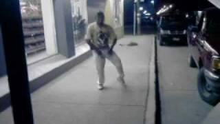 Panchito bailando afuera de la tienda 1.3gp