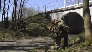 Panserinfanterister træner angreb