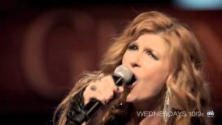 """Connie Britton chante """"Already Gone"""" pour ABC Nashville"""