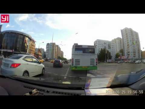 Автохам в Москве: подрезал и спровоцировал ДТП