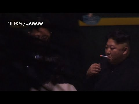 Video shows North Korean leader Kim Jong Un taking a pre-dawn smoke break at a train station in China, hours before his arrival in Vietnam for his summit with US President Donald Trump. (Feb. 26)