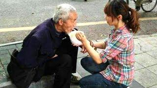 Cô gái hàng ngày đều mang cơm cho cụ già ăn mày, 2 năm sau bỗng nhận được món quà - TIN TỨC 24H TV