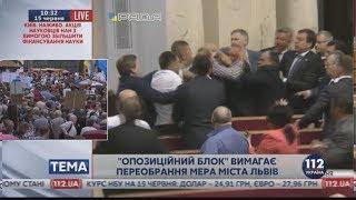 """Драка в Раде. Во Львове тысячи людей вышли на """"мусорное"""" вече 25.06.17"""