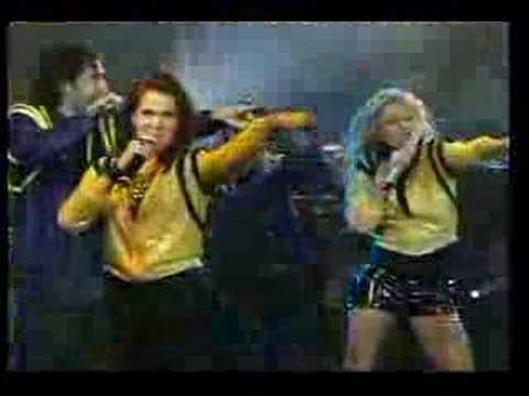 Paulina Rubio canta con la banda timbiriche