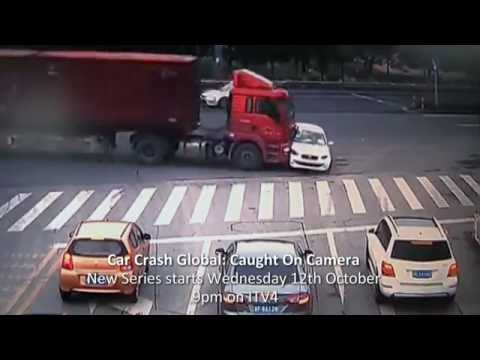 Crazy Crashes, Smashes And Bizarre Sights On Chinese Roads
