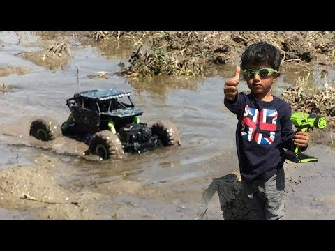 RC 4x4 Rock Crawler Off Road Muddy Track