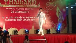 Dáng Em_Nguyễn Phi Hùng đốt cháy sân khấu và giao lưu cận mặt khán giả (đêm 28/4/2017 tại Cần Thơ)