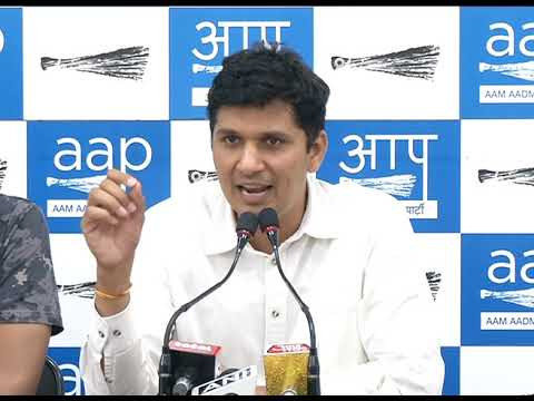 Aap Chief Spokesperson Briefs Media Asking 5 Questions to Sheila Dixit