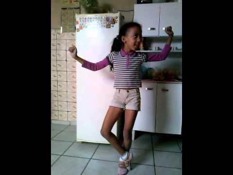 taina dançando bonde das maravilhas