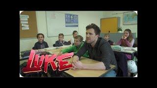 Entschuldigung per Autogrammkarte - Luke besucht sein altes Gymnasium