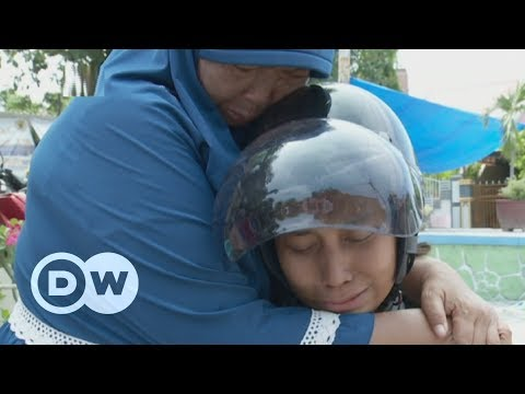 Indonesia couple seek son missing since tsunami | DW English