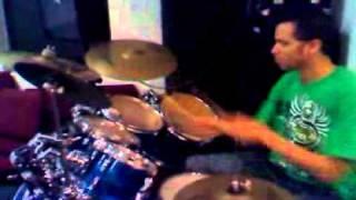 Si tu supieras el poder- playing drums