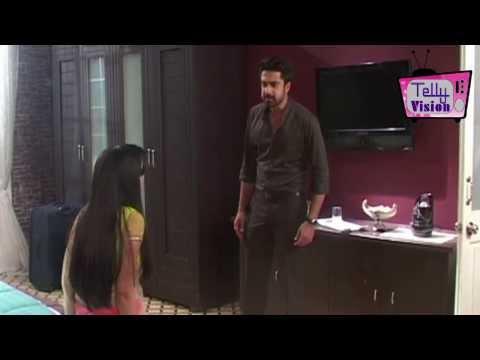 On location of TV Serial 'Iss Pyaar Ko Kya Naam Doo'  Aastha gets hurt with glas