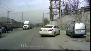 В объектив камеры видеорегистратора попал момент лобового ДТП в Новороссийске