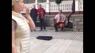 """""""Арыс жағасында"""", в исполнении уличных музыкантов Германии"""