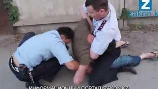 В Алматы нетрезвый водитель оказал сопротивление полицейским