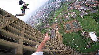 Смотреть онлайн Съемка GoPro: прыжок с 27-этажного здания