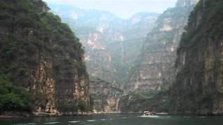 Video : China : Boating at LongQing Gorge 龙庆峡