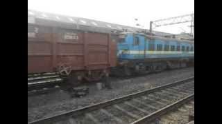 preview picture of video 'HWH WAP-4 PATNA JANSHATABDI MEETS HWH WAP-7 HWH DHN AC DD EXP  AND BNDM WAG-7'