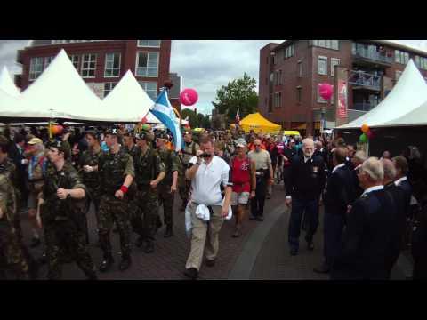 Dag 4 Nijmeegse Vierdaagse HSSK Pro Libertate - Defilé in Cuijk