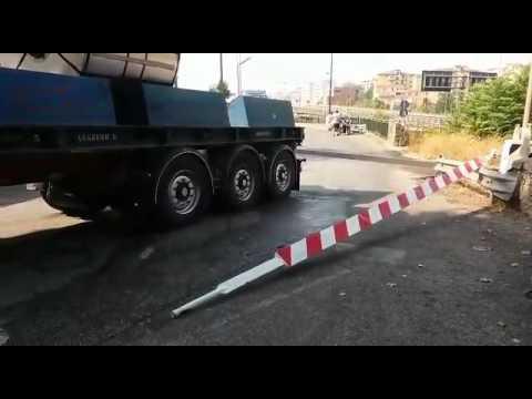 #Salerno, tir urta barra passaggio a livello a Brignano VIDEO