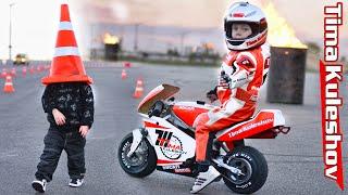 Tima Kuleshov 3 Years на мотоцикле, шоу на презентации Canon 2016