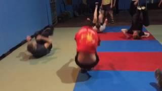 Акробатика - разминка перед борьбой!