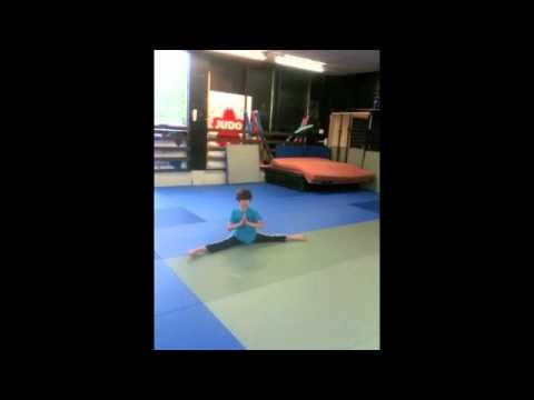 Kung Fu kid American Shaolin flexibility training form Tong Zi Gong