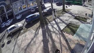 В сети появилось видео столкновения «Форда» с троллейбусом в Николаеве