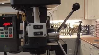 Gewindeschneiden auf Standbohrmaschine mit elektronischer Drehzahlregelung. Tapping on Drill Press