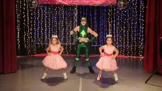Sophia Grace & Rosie Perform 'U Can't Touch This' - YouTube