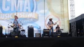 Jon Pardi CMA Fest 2014 Trash a Hotel Room