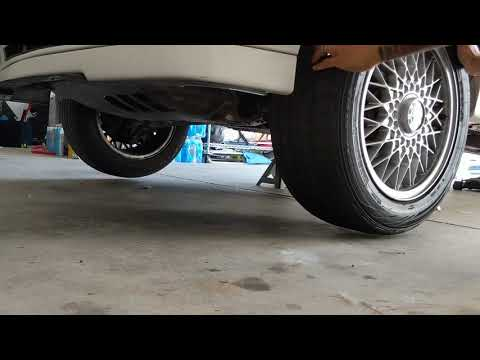 E30 325iX front wheels spinning