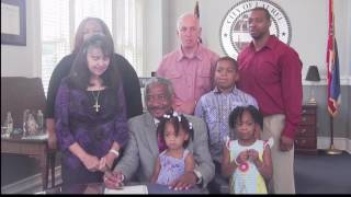 Mayor Johnny Magee signs March for Jesus proclamation