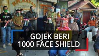 Pedagang Pasar Sukasari di Bogor Dapat Bantuan Face Shield dari Gojek