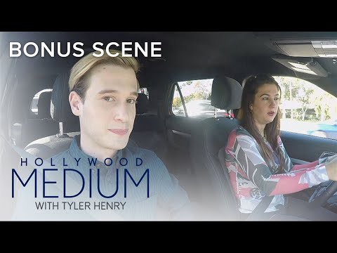Tyler Henry & Assistant Charlie Have TMI Moment | Hollywood Medium With Tyler Henry | E!