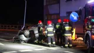 Krosno: Dachowanie Peugeota na ul. Bema